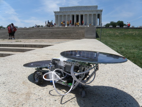 dSolar Cruiser at Lincoln Memorial