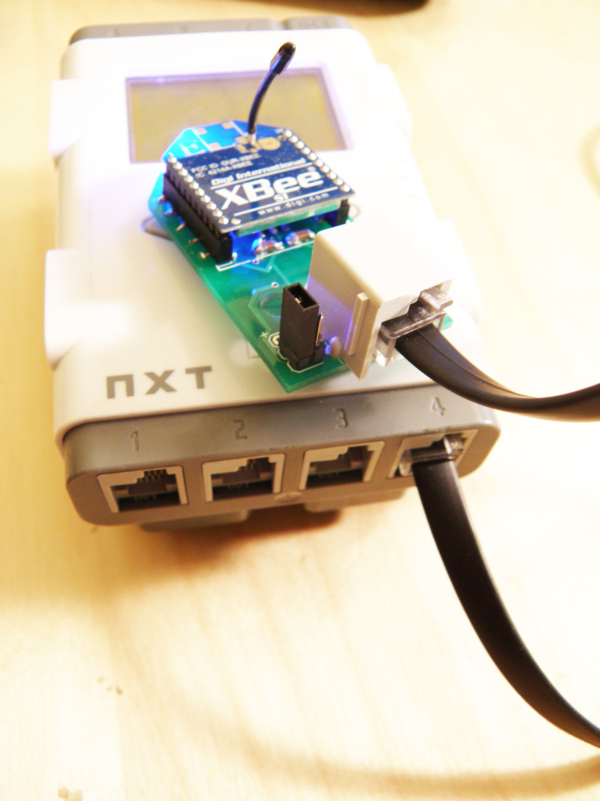 The NXTbee wireless sensor attached to Port 4 on the Lego Mindstorms NXT