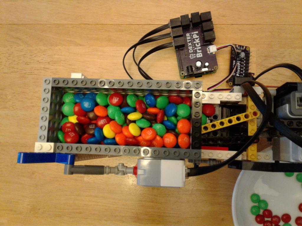 raspberry-pi-mm-color-sorter-with-servo-2